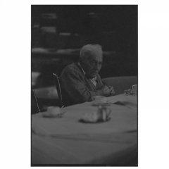 Vervaagd in bejaardenhuis / analoge dokaprint (site = scan dokaprint)